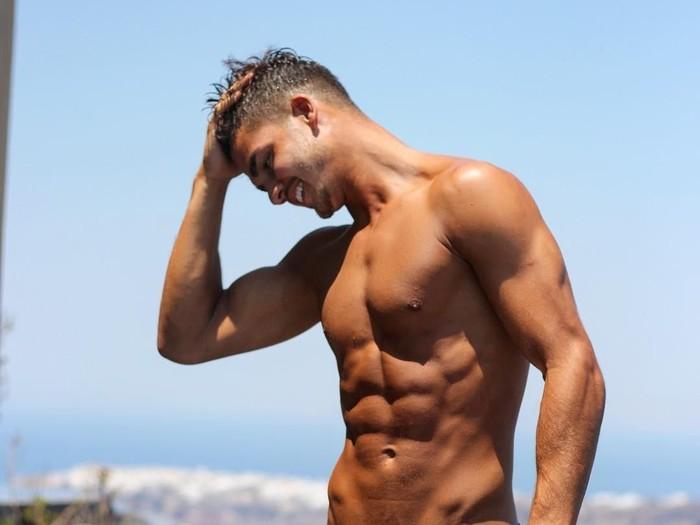 Bukan hanya olahraga, asupan makanan dan pola makan juga memengaruhi dalam pembentukan otot perut menjadi sixpack. Foto: instagram