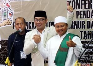 Ridwan Kamil-Uu Serahkan Berkas Pendaftaran ke KPU