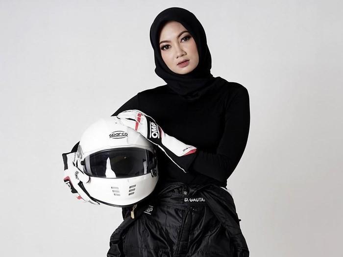 Cerita hijab pembalap cantik Diandra Gautama. Foto: Dok. Instagram @diandragautama