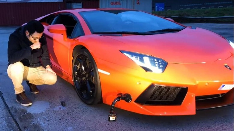 Uji Ketangguhan iPhone X Saat Dilindas Lamborghini Foto: Pool (Youtube)