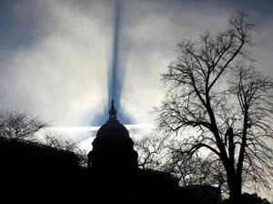 Bayangan Muncul di Balik Gedung Parlemen AS, Ada Apa?