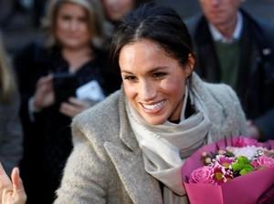 Happy! Ekspresi Calon Istri Pangeran Harry Didoakan Warga Inggris