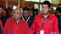 Politisi senior PDIP Sabam Sirait juga hadir.
