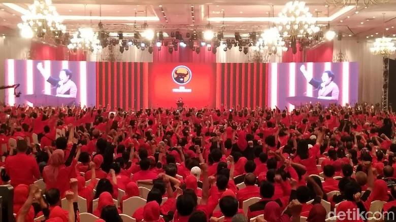 Gemuruh Tepuk Tangan untuk Jokowi Saat Banggakan PDIP