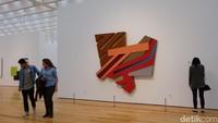 Ada juga karya seni instalasi Frank Stella. Foto: Tia Agnes/ detikHOT