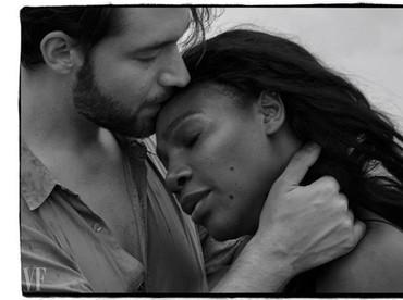 Ini fotonya kayak adegan romantis di film-film ya, Bun? Duh, jadi bikin kangen suami nggak sih? (Foto: Instagram @alexisohanian)