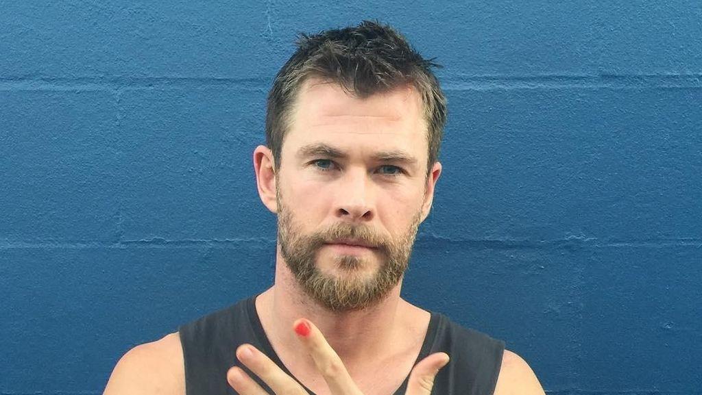 Bikin Ngakak! Lihat Aksi Chris Hemsworth Dance Wrecking Ball