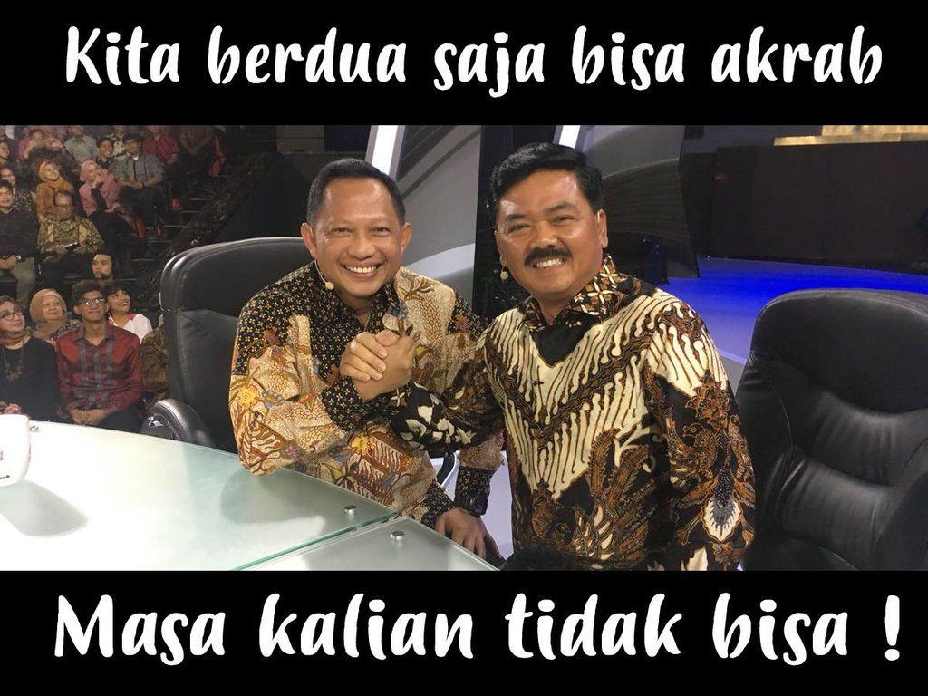 Keakraban Panglima TNI Marsekal Hadi Tjahjanto dan Kapolri Tito Karnavian ramai dijadikan meme oleh para netizen. Foto: Twitter