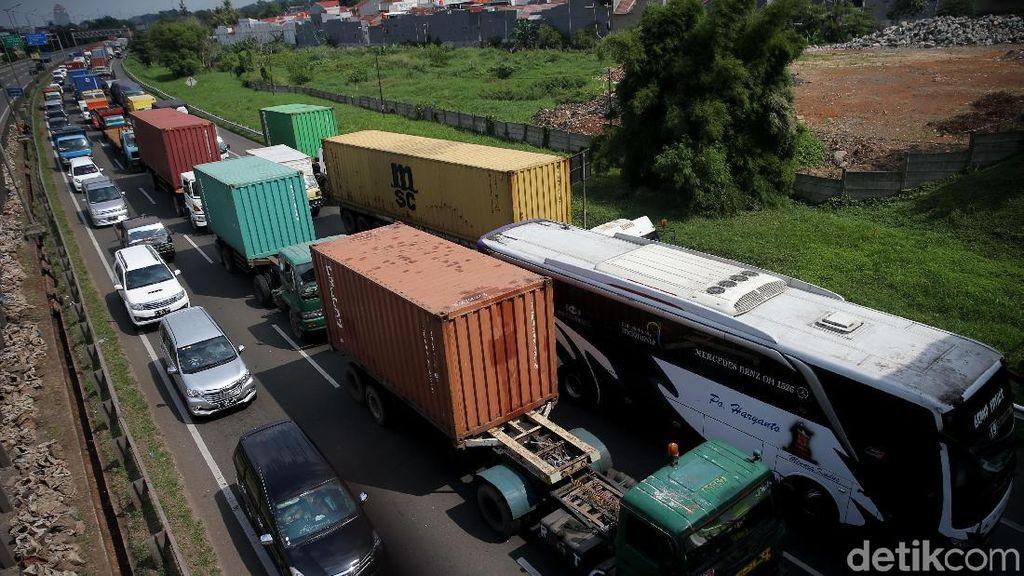 Kemacetan Mengular, Imbas Proyek Jalan Tol Layang Jakarta-Cikampek