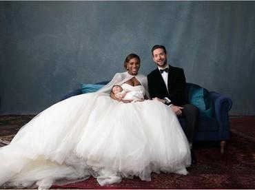 Kalau ini foto pernikahan bersama si kecil buah cinta Serena Williams dan Alexis Ohanian Sr. Bahagia banget. (Foto: @melbarlowandco/ Instagram @alexisohanian)