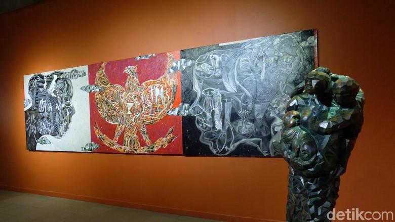 Pelukis Gigih Wiyono Pertanyakan soal Keadilan Lewat Lukisan Ini