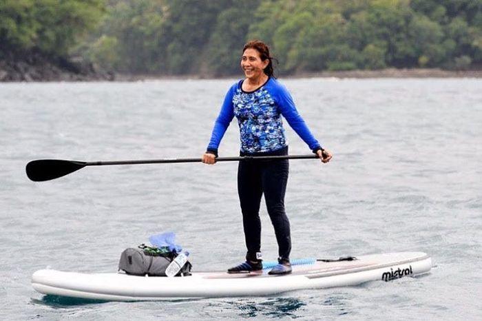 Ini salah satu gaya sporty Susi saat paddling di laut Sabang. Dok. Pribadi.