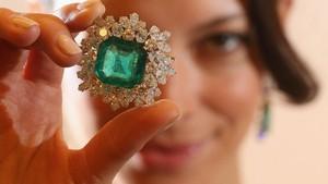 Perampok Bersenjata Menggondol Perhiasan Senilai Rp 52 M di Paris