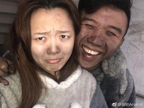 Foto Pasangan Berpose Ceria Usai Kebakaran Rumah Mereka Ini Jadi Viral