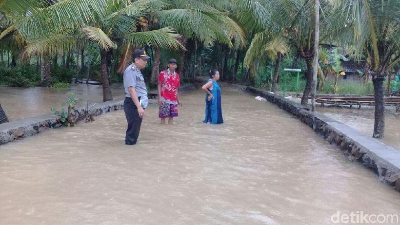 lima desa di banyuwangi diterjang banjir dua jembatan hanyut