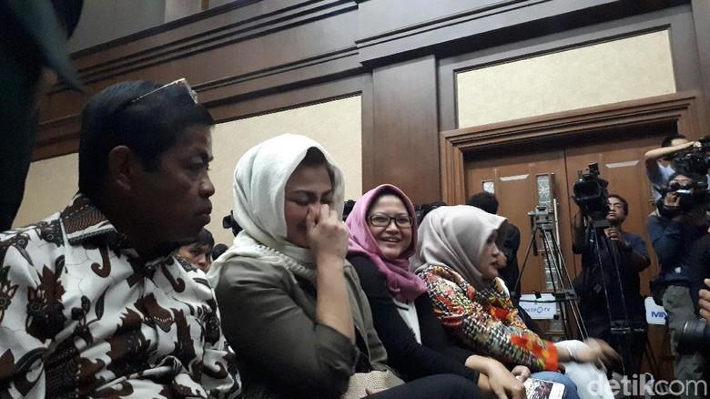 Ny Deisti dan Idrus Kembali Duduk Sebelahan di Sidang Novanto