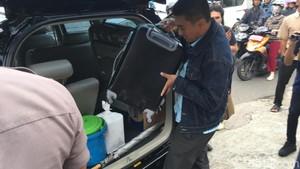 Foto: Koper-koper yang Dibawa KPK dari Kantor Fredrich Yunadi