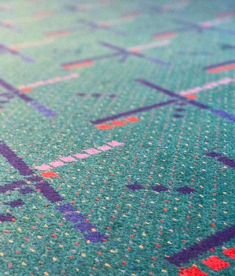 Karpet bandara ini sekilas seperti karpet kebanyakan. Namun eksis banget di media sosial seperti Instagram dengan akun @pdxcarpet, followersnya mencapai skeitar 23 ribu (kriskoivisto/pdxcarpet/Instagram)