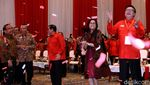 Potret Jokowi, Wapres JK dan Megawati Joget Maumere di HUT PDIP