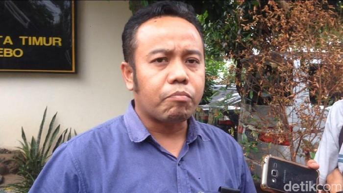 Komisioner KPAI Jasra Putra mendatangi Mapolsek Pasar Rebo.