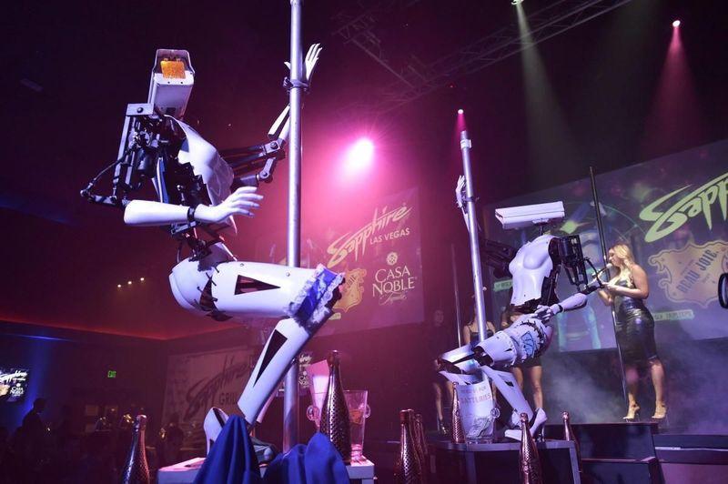 Pertunjukan robot striptis ini berlangsung di Sapphire Las Vegas, AS. Sapphire adalah salah satu klub khusus dewasa ternama di sana. Pertunjukan ini berlangung dari tanggal 9-13 Januari pekan ini. (AFP/Getty Images)