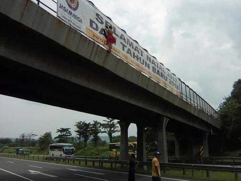 Dilarang Pacaran, Siswi SMP Nekat Terjun dari Flyover Palikanci