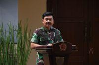 Panglima TNI Marsekal Hadi Tjahjanto  memberi sambutan