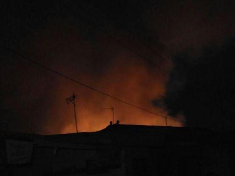 Api masih menyala dari Pasar Rawa Kalong, Bekasi