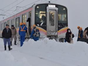 Kereta Jepang Terhalang Salju Tebal, 430 Penumpang Terjebak