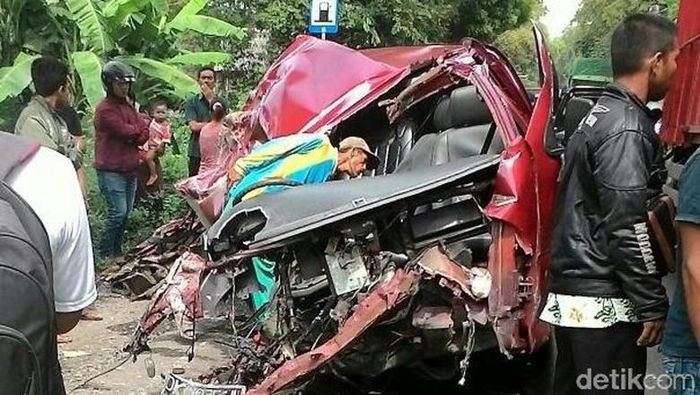 Dua Kendaraan Adu Banteng di Situbondo, Sopir Tewas