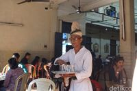 Pelayan di Indian Coffee House Kolkata
