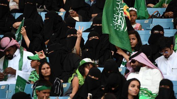 Wanita Arab Saudi di Stadion Olah Raga