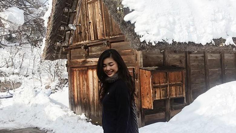 Foto: Elisa Jonathan di Shirakawago, Jepang (elisajonathan/Instagram)