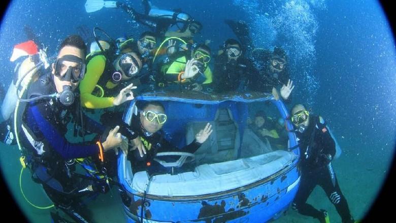 Foto: Mobil tenggelam jadi spot menarik buat para diver di Pohuwato (dok. POSSI Pohuwato)