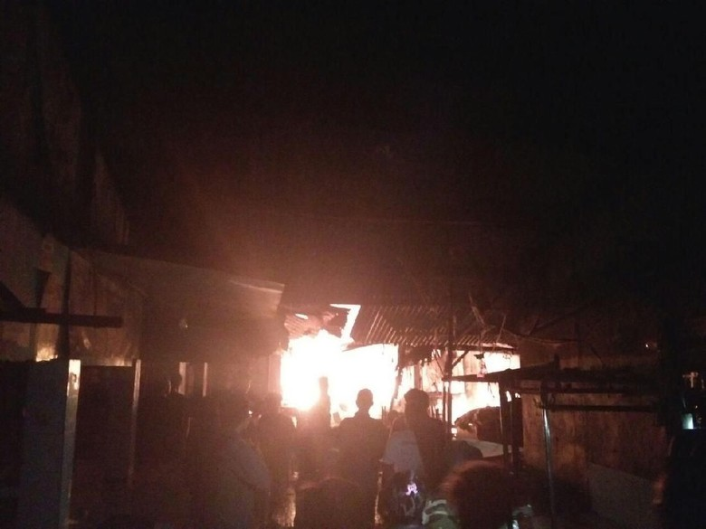 Kebakaran Pasar Rawa Kalong Bekasi, Ratusan Kios Terbakar