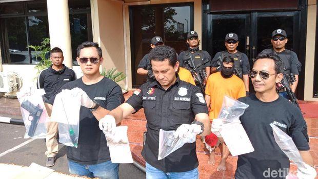 Rilis kasus perampokan di Polres Jakbar, Jumat (12/1/2018)