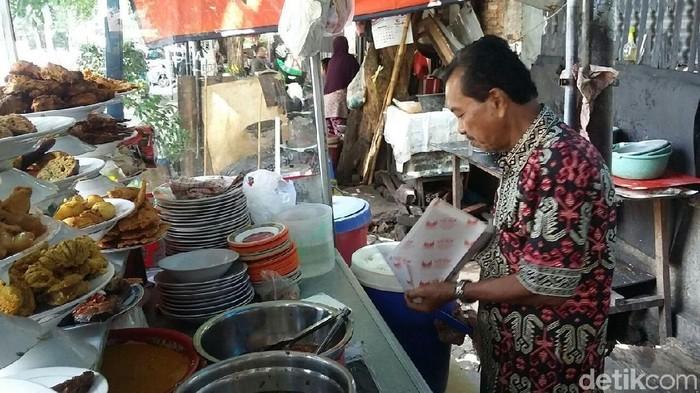 Lemak dan kalori tinggi adalah momok utama bagi penggemar nasi padang (Foto: Selfie Miftahul Jannah/detikFinance)