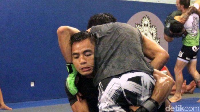 Stefer Rahardian sedang latihan jelang ONE Championship Jakarta (Foto: Pool)