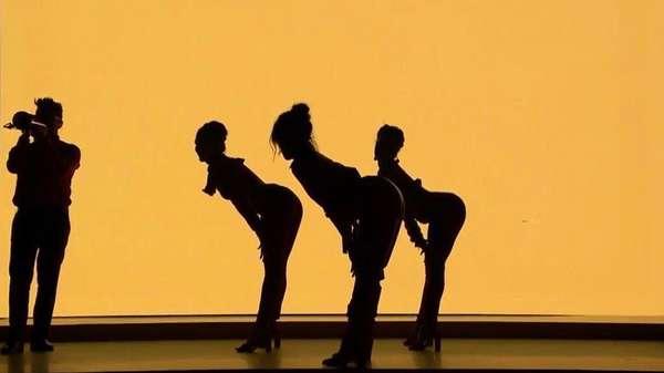 Lekuk Tubuh Camila Cabello di Atas Panggung