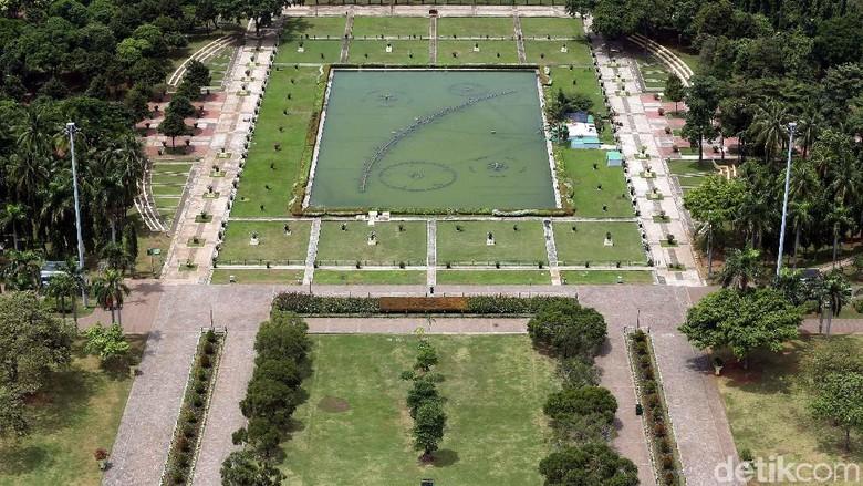 Melihat Taman Monas Tanpa Pagar Pembatas Rumput dari Ketinggian