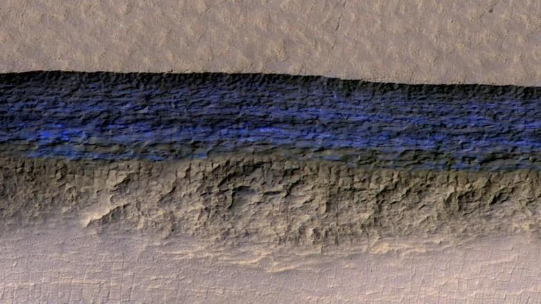 Wah! Lapisan Es Setebal 100 Meter Terdeteksi di Bawah Permukaan Mars