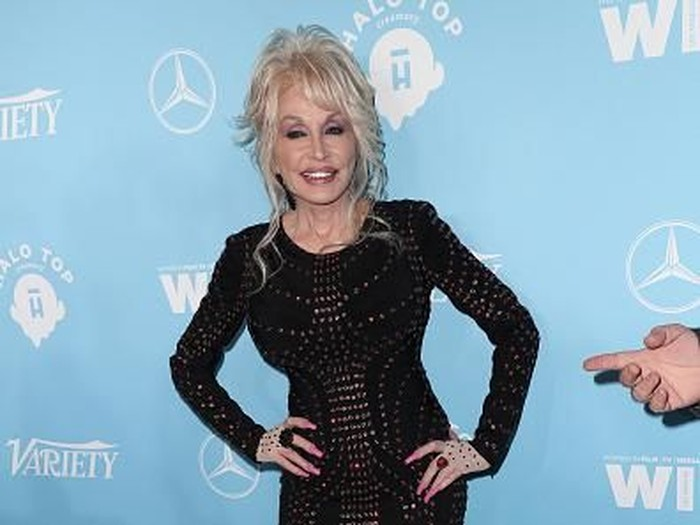WEST HOLLYWOOD, CA - SEPTEMBER 15:  Dolly Parton attends the Variety and Women In Films 2017 Pre-Emmy Celebration at Gracias Madre on September 15, 2017 in West Hollywood, California.  (Photo by Frederick M. Brown/Getty Images)