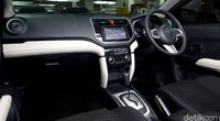 Interior Toyota Rush.