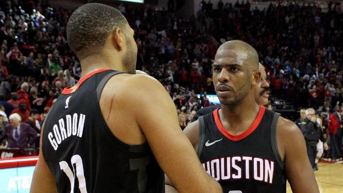 Chris Paul (kanan) bersama Eric Gordon yang merupakan rekannya di Houston Rockets  (Foto: Erik Williams-USA TODAY Sports)