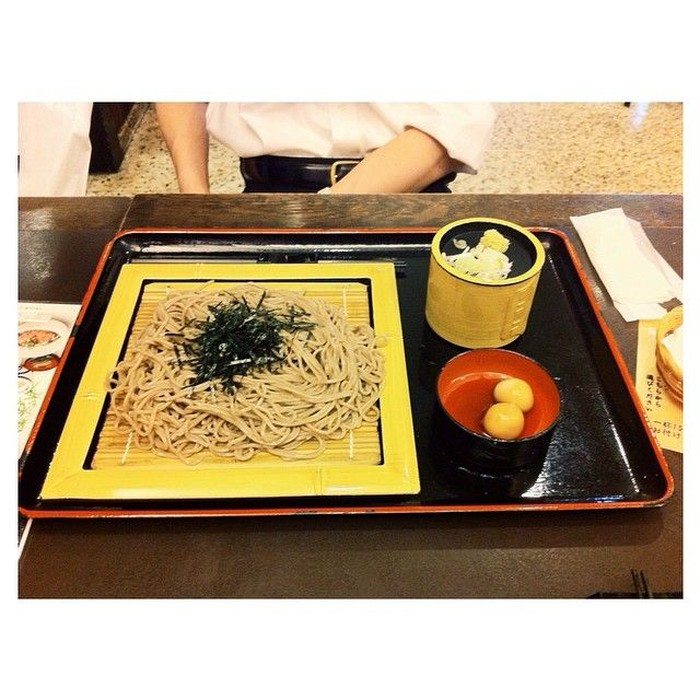 Cold soba with souyuu soup, tulis akun instagram @yukikt. Porsinya yang besar ternyata tidak masalah bagi artis berusia 22 tahun itu. Foto: Instagram yukikt