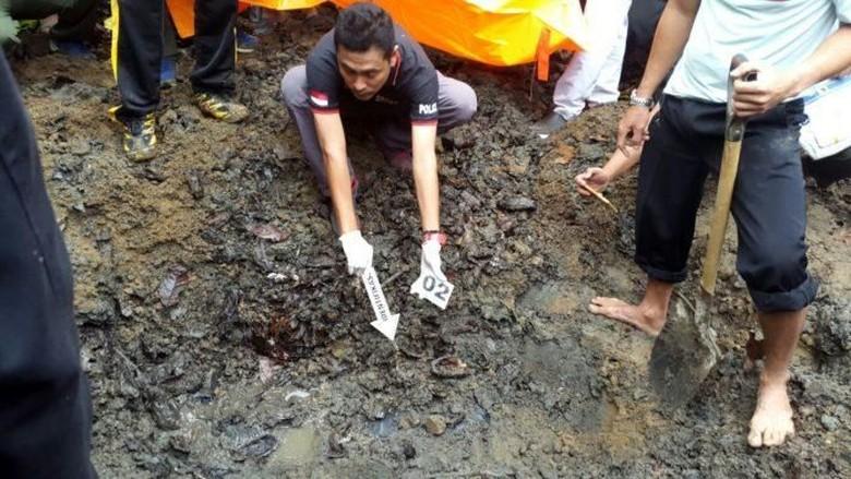 Bunuh Suami karena Cekcok Mulut, IRT Kubur Jasad Korban di Kebun