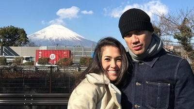 Kejutan Lucu Mieke Amalia untuk Tora Sudiro di Ultah Pernikahan