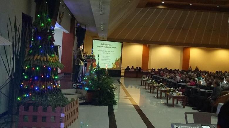 Pratikno dan Luhut Hadiri Perayaan Natal Bersama di Gedung Setneg