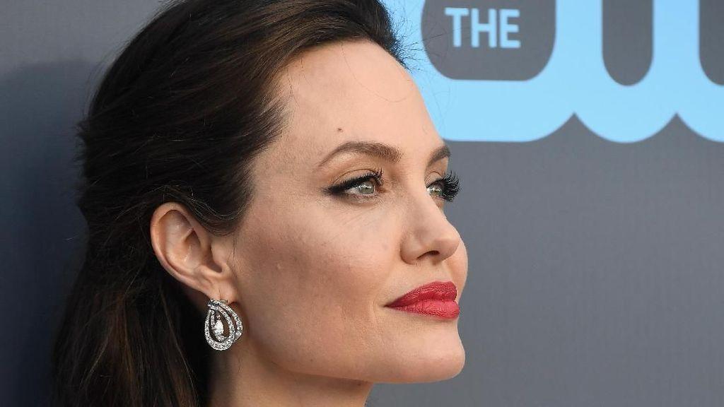 Pesan Menyentuh Angelina Jolie untuk Putrinya