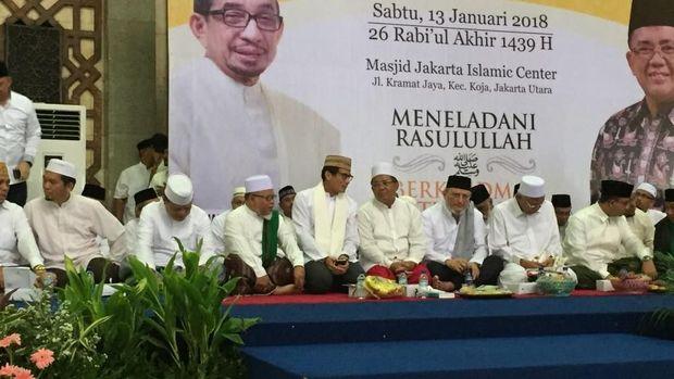 Foto: Sandiaga nampak duduk di samping Presiden Partai Keadilan Sejahtera (PKS) Sohibul Iman, sementara Anies duduk tak jauh dari mereka berdua. Fotografer: Mochamad Zhacky Kusumo/detikcom.